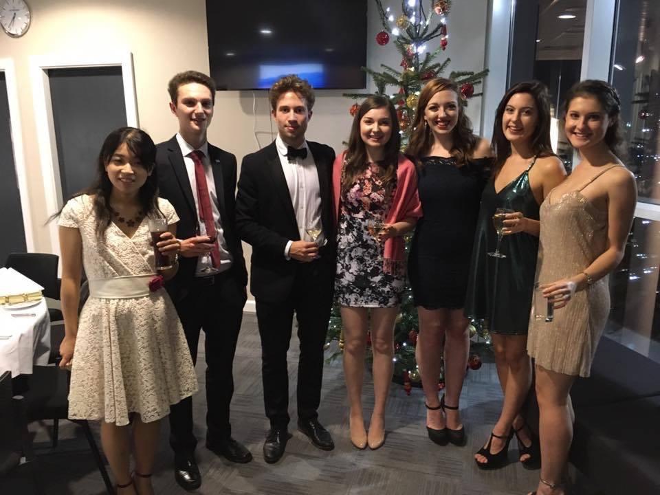 課外活動で関わっているEnactusという団体の Christmas ballというディナーに参加
