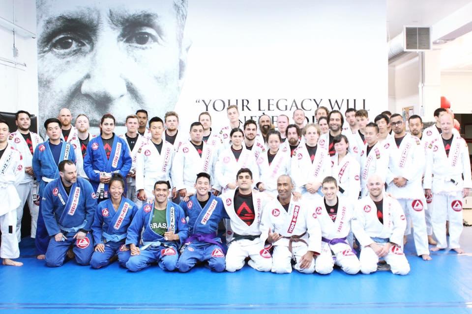 バンクーバーのブラジリアン柔術ジムの仲間たちと