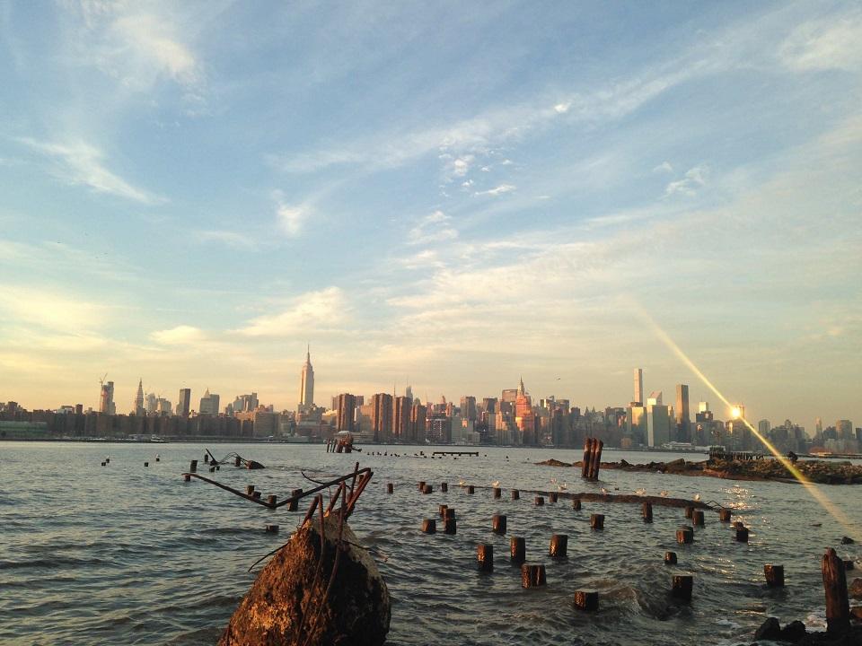 ブルックリン側から見るマンハッタン