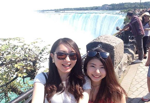 ニューヨークから遊びに来た友達とナイアガラの滝