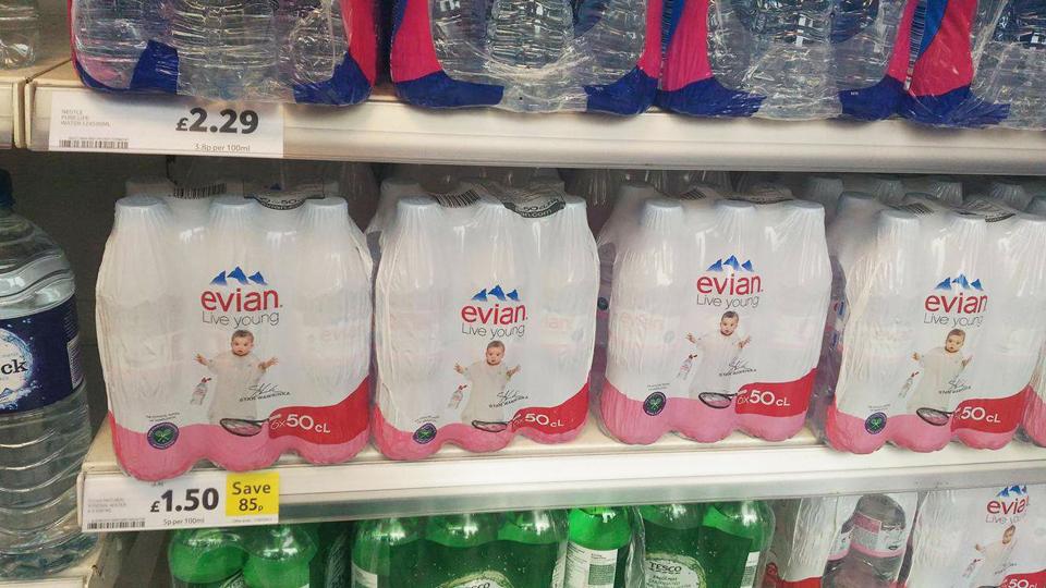 エビアン(Evian)は6本で約225円(1.5ポンド)。1本辺りが約37.5円なので、かなりお得です!