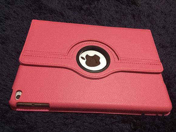 問屋「COWBOY]で買ったホットピンクのiPadケース