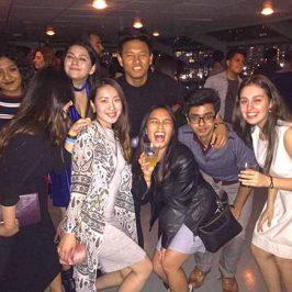 ニューヨークの大学で勉強中の小林 璃子さん。写真は大学の友達とクルーズパーティーの時。