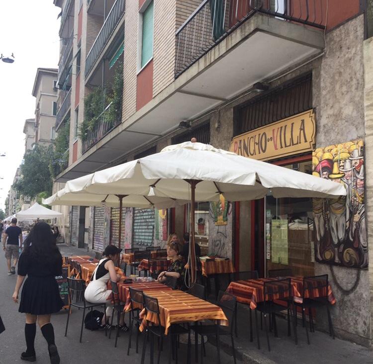 ミラノの街中のカフェ