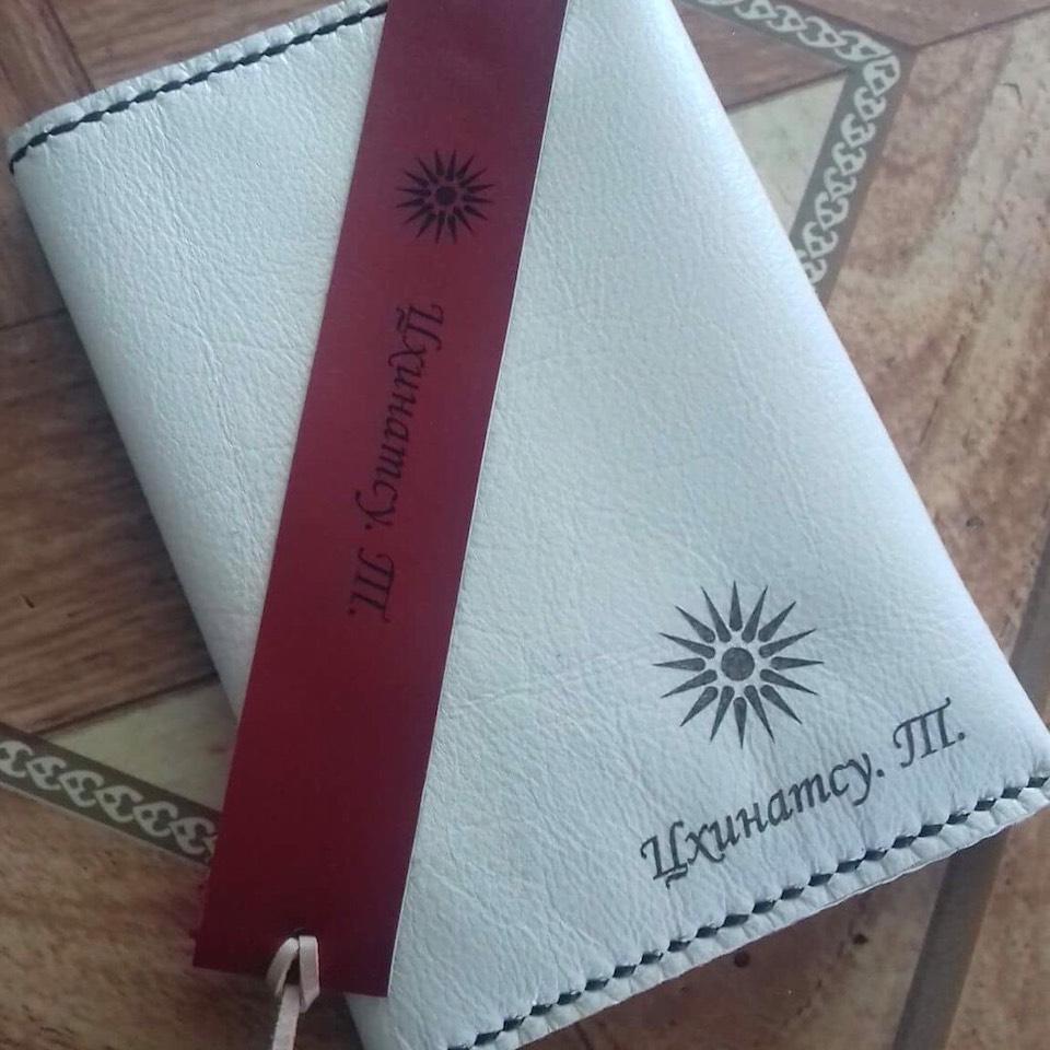 マケドニアで作ったパスポートケース